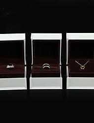 Недорогие -Квадратный Упаковка ювелирных изделий - Белый 4 cm 7.5 cm 5.5 cm / Жен.