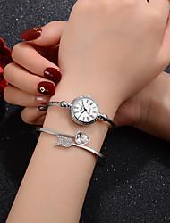 billiga -damer Quartz Elegant Mode Silver Legering Kinesiska Quartz Vit + silver Silver / Svart Ny Design Vardaglig klocka 1 st Ramtyp Ett år Batteriliv