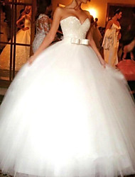 cheap -Ball Gown Wedding Dresses Sweetheart Neckline Chapel Train Tulle Sleeveless Formal with 2021