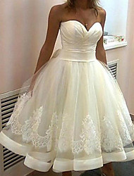 cheap -Ball Gown Wedding Dresses Strapless Knee Length Lace Tulle Sleeveless Vintage 1950s with Ruched Appliques 2020