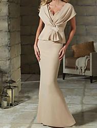 cheap -Sheath / Column Mother of the Bride Dress Elegant V Neck Floor Length Satin Short Sleeve with Ruffles Crystal Brooch Ruching 2021