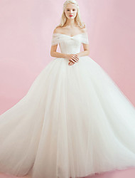 cheap -Ball Gown Wedding Dresses Sweetheart Neckline Court Train Tulle Sleeveless Sexy with 2021