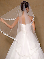cheap -One-tier Flower Style / Basic Wedding Veil Fingertip Veils with Petal / Appliques 59.06 in (150cm) Tulle