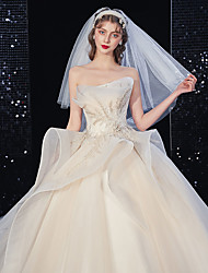 cheap -Princess Ball Gown Wedding Dresses Strapless Court Train Lace Tulle Sleeveless Formal Romantic Luxurious Sparkle & Shine with Beading Ruffles Appliques 2020