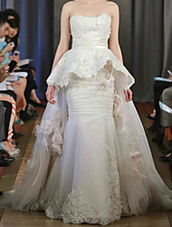 cheap -Mermaid / Trumpet Wedding Dresses Sweetheart Neckline Court Train Lace Satin Sleeveless Formal Luxurious Cape with Ruched Appliques 2021