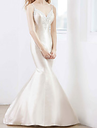 cheap -Mermaid / Trumpet Wedding Dresses V Neck Court Train Satin Sleeveless Country Romantic with Appliques 2020