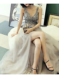 cheap -A-Line Luxurious Sparkle Engagement Prom Dress V Neck Sleeveless Court Train Tulle with Beading Split 2021