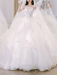 cheap -Princess Ball Gown Wedding Dresses Strapless Chapel Train Tulle Sleeveless Formal Luxurious with Cascading Ruffles 2021