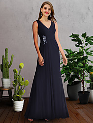 cheap -A-Line Mother of the Bride Dress Elegant V Neck Floor Length Chiffon Sleeveless with Pleats 2021