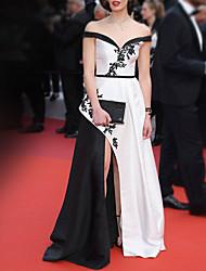 cheap -A-Line Celebrity Style Elegant Engagement Formal Evening Dress Off Shoulder Sleeveless Floor Length Satin with Split Lace Insert 2021
