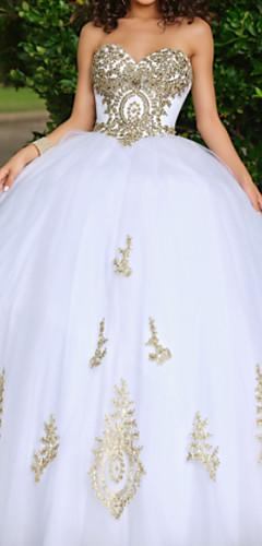 levne -Plesové šaty Luxusní Bílá Quinceanera Formální večer Šaty Srdcový výstřih Bez rukávů Na zem Krajka Tyl s Korálky Aplikace 2020