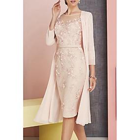 Недорогие Распродажа-платье-футляр / колонна платье для матери невесты элегантное винтажное платье больших размеров с вырезом-лодочкой длиной до колена шифоновое кружево рукав 3/4 с аппликациями 2020