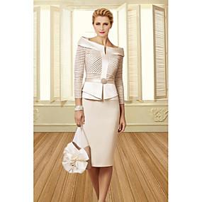 Недорогие Распродажа-платье-футляр / колонна платье для матери невесты элегантное винтажное платье больших размеров с вырезом лодочкой длиной до колена атласное рукав 3/4 с поясом / кристаллами ленты 2020