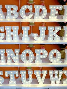 preiswerte Schönen Muttertag-LED Brief Lichter Zeichen 26 Buchstaben Alphabet leuchten Buchstaben Zeichen für Nachtlicht Hochzeit Geburtstagsparty batteriebetriebene Weihnachtslampe Home Bar Dekoration