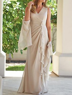 cheap Weddings & Events-Sheath / Column Mother of the Bride Dress Elegant Plunging Neck Floor Length Chiffon Sleeveless with Ruffles Ruching 2020