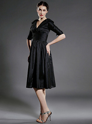 cheap Bridesmaid Dresses-A-Line Mother of the Bride Dress Little Black Dress V Neck Knee Length Taffeta Half Sleeve with Pleats Ruched Draping 2020