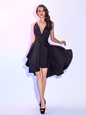 cheap Evening Dresses-A-Line Sexy Black Homecoming Cocktail Party Dress V Neck Sleeveless Short / Mini Taffeta with Pleats Overskirt 2020