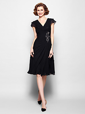cheap Mother of the Bride Dresses-A-Line Mother of the Bride Dress Little Black Dress V Neck Knee Length Chiffon Short Sleeve with Ruched Crystals Beading 2020