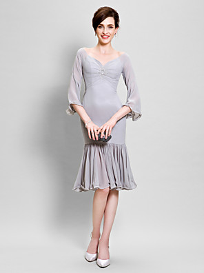 cheap Mother of the Bride Dresses-Mermaid / Trumpet Mother of the Bride Dress Elegant Off Shoulder V Neck Knee Length Chiffon 3/4 Length Sleeve with Beading Ruffles Side Draping 2020 / Poet Sleeve