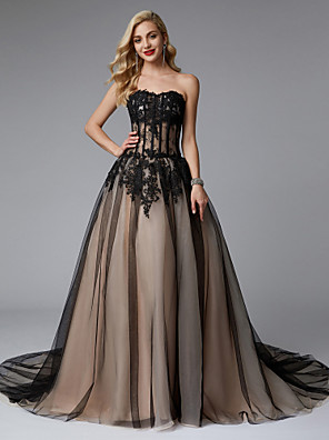 cheap Evening Dresses-Ball Gown Color Block Black Quinceanera Formal Evening Dress Sweetheart Neckline Sleeveless Chapel Train Lace Tulle with Lace Insert Appliques 2020