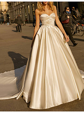 cheap Wedding Slips-Ball Gown Wedding Dresses Sweetheart Neckline Chapel Train Satin Strapless Simple Plus Size with Feathers / Fur Ruched 2020