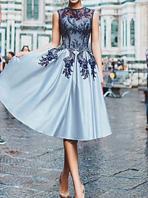 cheap Bridesmaid Dresses-A-Line Floral Blue Cocktail Party Prom Dress Illusion Neck Sleeveless Knee Length Lace Satin with Appliques 2020