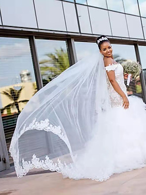 cheap Wedding Dresses-Mermaid / Trumpet Wedding Dresses Off Shoulder Court Train Lace Polyester Short Sleeve Romantic Illusion Detail with Appliques Cascading Ruffles 2020