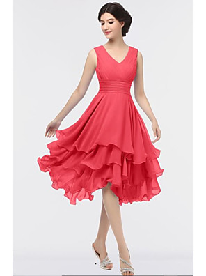 cheap Wedding Dresses-A-Line V Neck Knee Length Chiffon Bridesmaid Dress with Tier / Ruching