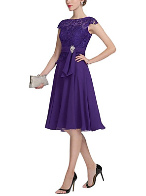 cheap Mother of the Bride Dresses-A-Line Mother of the Bride Dress Plus Size Jewel Neck Knee Length Chiffon Lace Short Sleeve with Lace Pleats Crystals 2020