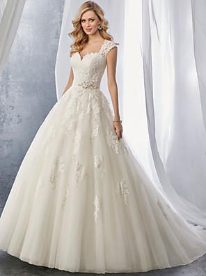 cheap Wedding Dresses-Ball Gown Wedding Dresses Sweetheart Neckline Chapel Train Lace Tulle Regular Straps with Appliques 2020