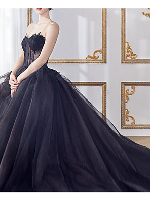 cheap Wedding Dresses-A-Line Wedding Dresses Sweetheart Neckline Court Train Lace Tulle Strapless Formal Black with Lace Insert 2020