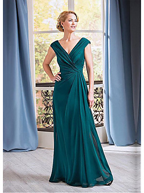 cheap Mother of the Bride Dresses-A-Line Mother of the Bride Dress Elegant Plunging Neck Floor Length Chiffon Sleeveless with Ruching 2020
