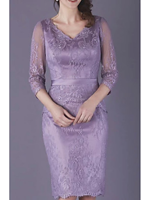 cheap Romantic Lace Dresses-Sheath / Column Mother of the Bride Dress Plus Size V Neck Knee Length Lace Half Sleeve with Lace Appliques 2020