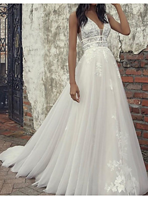 cheap Wedding Dresses-A-Line Wedding Dresses Plunging Neck Court Train Tulle Sleeveless Country Plus Size with Lace Insert Appliques 2020