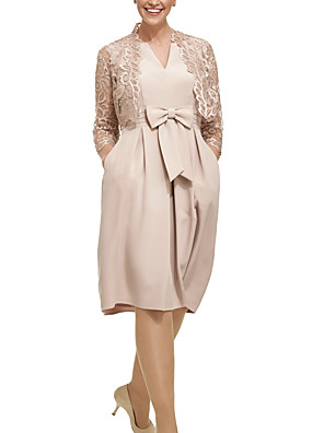 cheap Mother of the Bride Dresses-Two Piece Sheath / Column Mother of the Bride Dress Elegant V Neck Knee Length Lace Satin 3/4 Length Sleeve with Bow(s) Pleats 2020