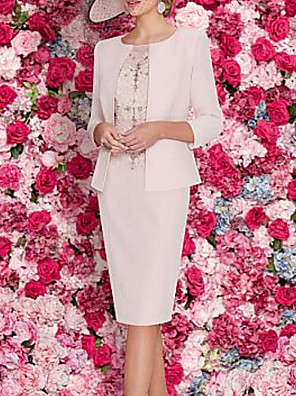 cheap Mother of the Bride Dresses-Sheath / Column Mother of the Bride Dress Elegant Vintage Plus Size Jewel Neck Knee Length Polyester 3/4 Length Sleeve with Appliques Ruching 2020