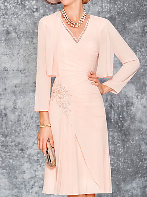 cheap Mother of the Bride Dresses-Two Piece Sheath / Column Mother of the Bride Dress Elegant V Neck Knee Length Chiffon 3/4 Length Sleeve with Pleats Embroidery 2020
