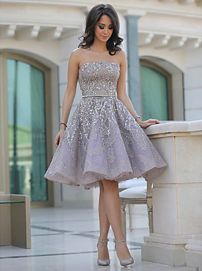 cheap Cocktail Dresses-A-Line Sexy Sparkle Homecoming Cocktail Party Dress Strapless Sleeveless Knee Length Tulle with Beading Sequin 2020