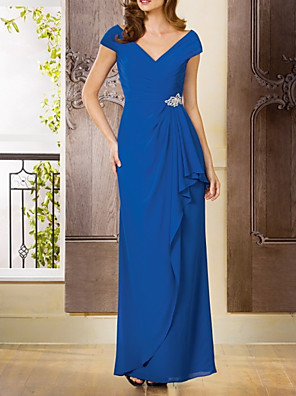 cheap Cocktail Dresses-Sheath / Column Mother of the Bride Dress Elegant V Neck Floor Length Chiffon Short Sleeve with Ruffles Draping Crystal Brooch 2020