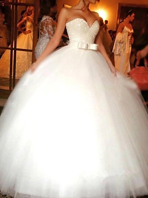 cheap Wedding Dresses-Ball Gown Wedding Dresses Sweetheart Neckline Chapel Train Tulle Sleeveless Formal with 2020