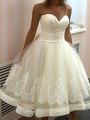 cheap Cocktail Dresses-Ball Gown Wedding Dresses Strapless Knee Length Lace Tulle Sleeveless Vintage 1950s with Ruched Appliques 2020