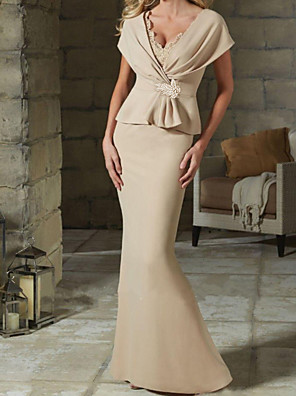 cheap Mother of the Bride Dresses-Sheath / Column Mother of the Bride Dress Elegant V Neck Floor Length Satin Short Sleeve with Ruffles Crystal Brooch Ruching 2020