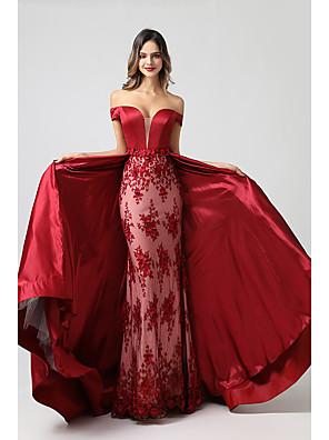 tanie Suknie wieczorowe-Syrena Elegancja Kwiaty Zaręczynowy Kolacja oficjalna Sukienka Z odsłoniętymi ramionami Krótki rękaw Odpianane Satyna z Haft nakładany 2020