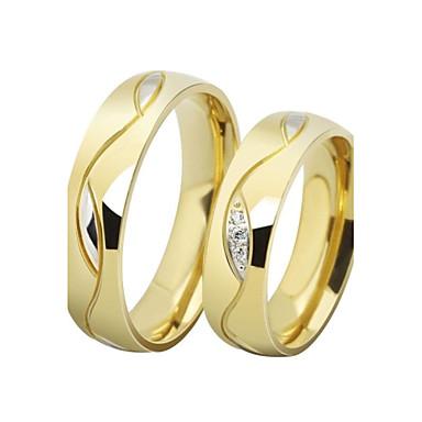 olcso Párok ékszerek-Páros Páros gyűrűk Band Ring Groove gyűrűk Kocka cirkónia 2pcs Fekete Aranyozott Rozsdamentes acél Titanium Acél Arannyal bevont Circle Shape hölgyek Luxus Esküvő Ajándék Ékszerek Szerelem