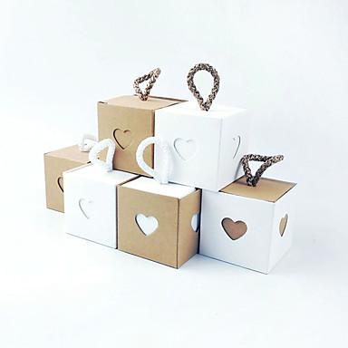 preiswerte Gastgeschenke-kubisch Kraftpapier Geschenke Halter mit Schärpe / Band Haushaltswaren / Haus Dekoration / Geschenkboxen - 50 Stücke