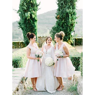 גזרת A צווארון V באורך  הברך שיפון שמלה לשושבינה  עם סלסולים על ידי JUDY&JULIA