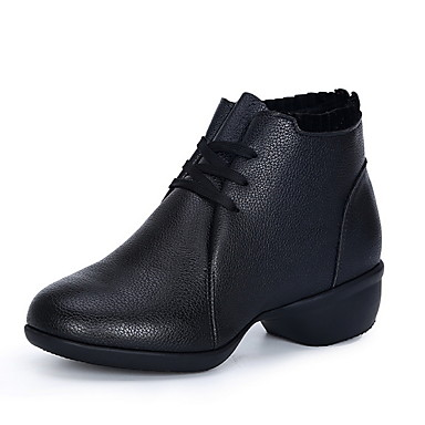 preiswerte Tanzschuhe-Damen Tanzschuhe PU Tanzstiefel Stiefel Flacher Absatz Schwarz / Weiß / Rot