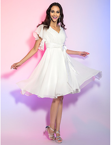 preiswerte Abiball Kleider-A-Linie heiß Weiß Festtage Cocktailparty Kleid V-Ausschnitt Ärmellos Knie-Länge Chiffon mit Schleife(n) 2020