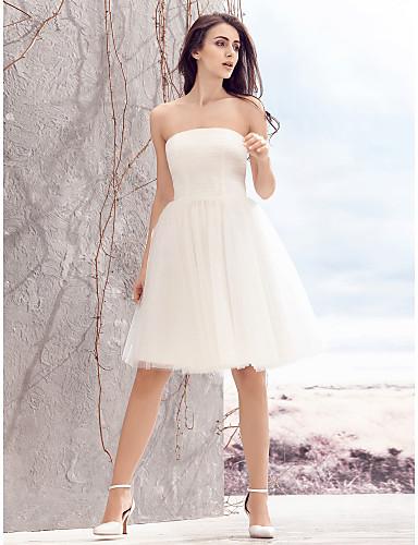 A-linje Axelbandslös Knälång Tyll Axelbandslös Liten vit klänning Bröllopsklänningar tillverkade med Veckad 2020
