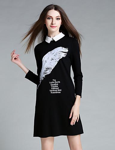 Mujer de vestido negro letra